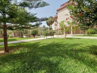 Foto - Piso de cuatro habitaciones muy buen estado, tercera planta, El Cónsul-El Romeral-La Colonia Santa Inés, Málaga