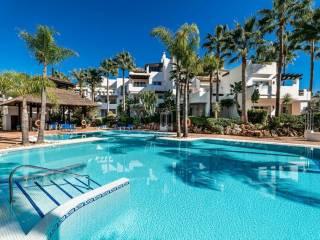 Foto - Piso de tres habitaciones muy buen estado, primera planta, Puerto Banús, Marbella