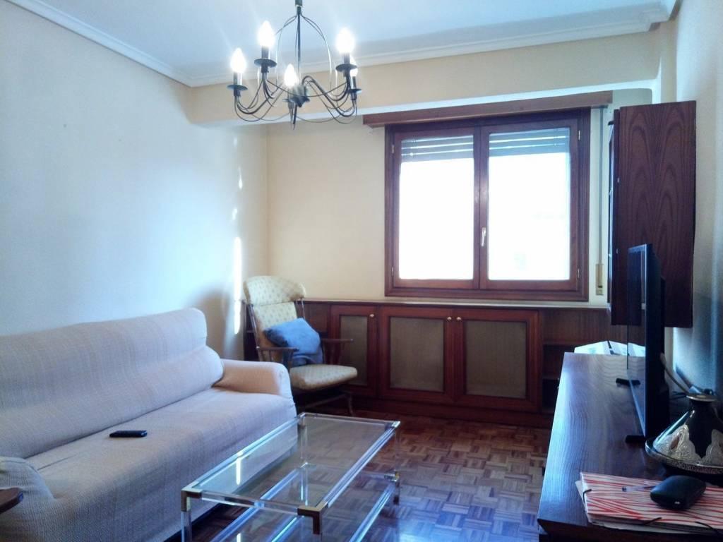 foto  Piso de tres habitaciones Calle Pablo Casals,, Burgos