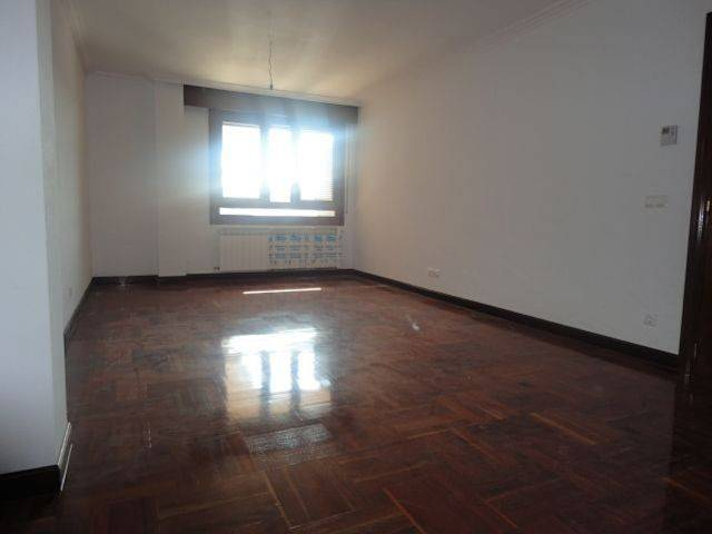 foto  Piso de tres habitaciones Calle Autónoma, Burgos