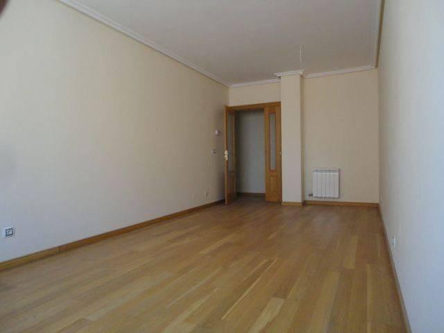 foto  Piso de cuatro habitaciones Calle Doña Constanza, Burgos
