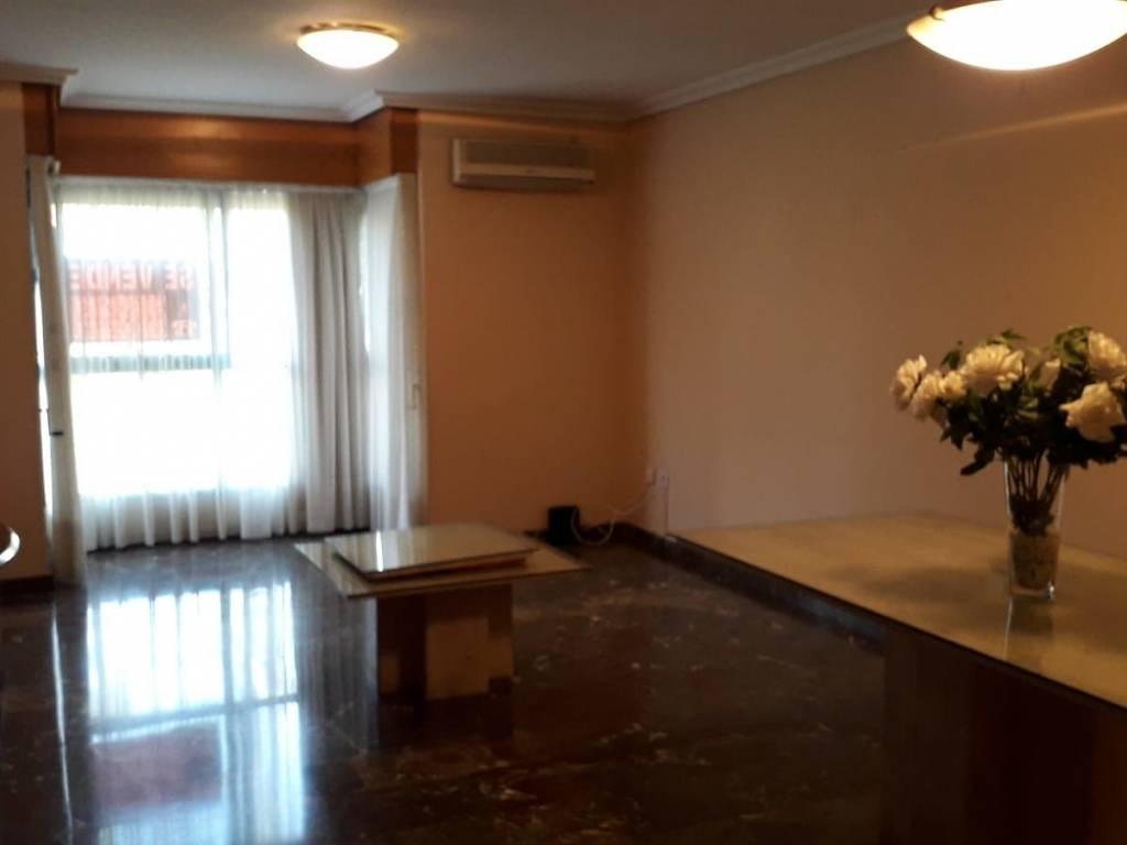 foto  Piso de cuatro habitaciones Calle Jacinto Labaila, 43, València